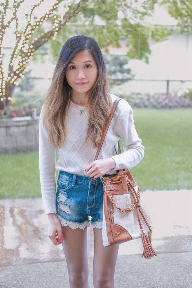 white cable knitted sweater, denim shorts with lace, bucket bag, tights