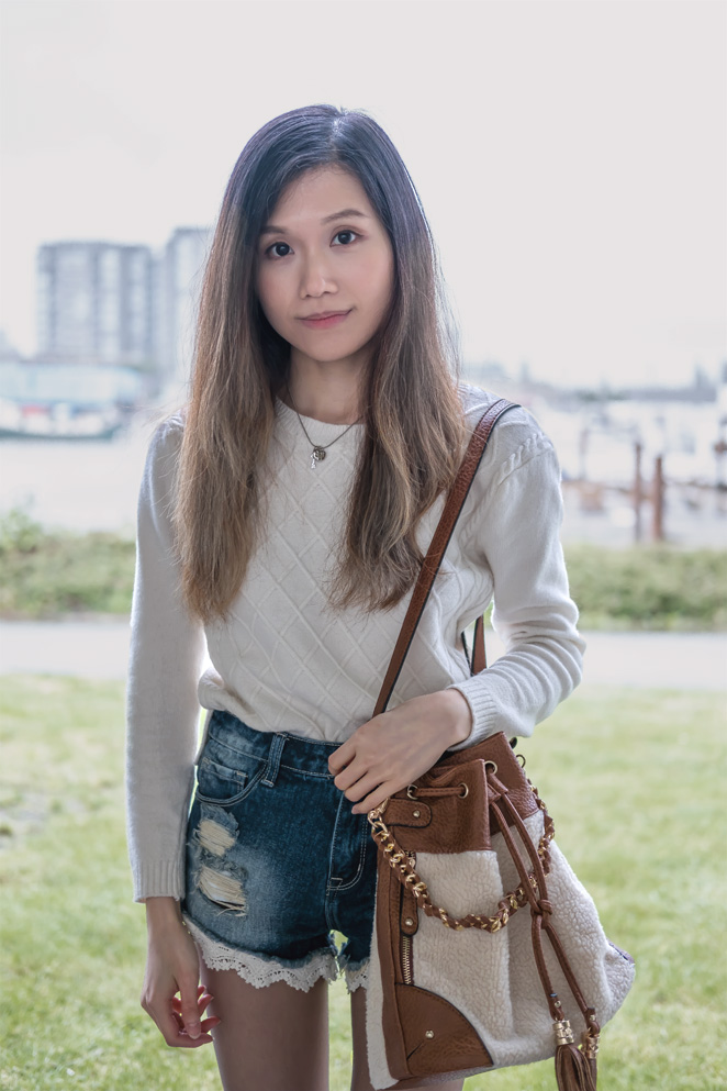 white knitted cable sweater, destroyed denim shorts with lace, fur bucket bag