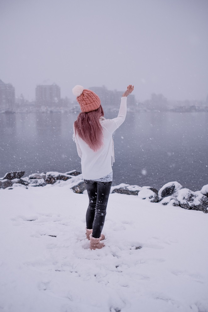 Rosegal pink beanie, pink hair, pink boots, winter, snow OOTD
